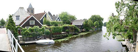 Een rij huizen in oud alblas